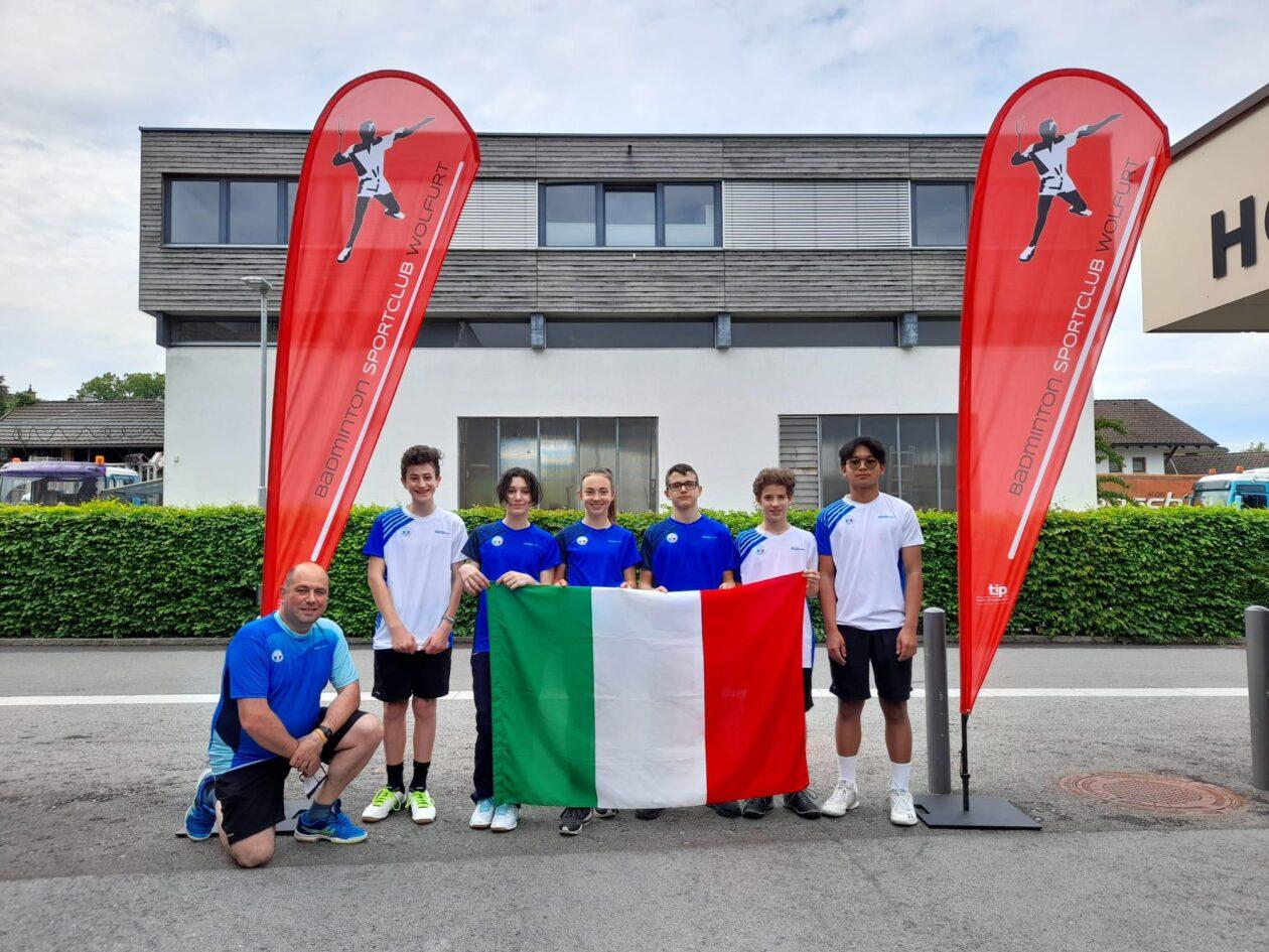 Gli azzurrini Under 15 in Austria insieme al loro allenatore Fabio Tomasello